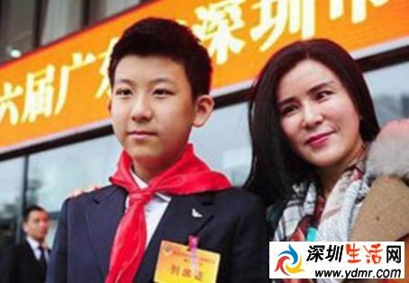列席深圳两会的少年柳博的父母是谁